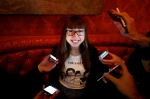 Julie-Sokolow-Iphones-at-Brillobox-photo-by-Jeff-Swensen
